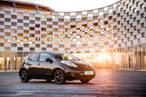 426160840_nissan_reveals_stylish_new_leaf_black_edition