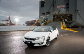102256honda_100082_first_honda_clarity_fuel_cell_arrives_in_europe